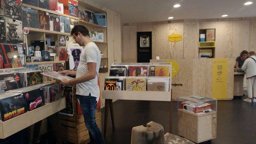 la boutique éphémère du Boudoir Sonore propose la vente de vinyles.