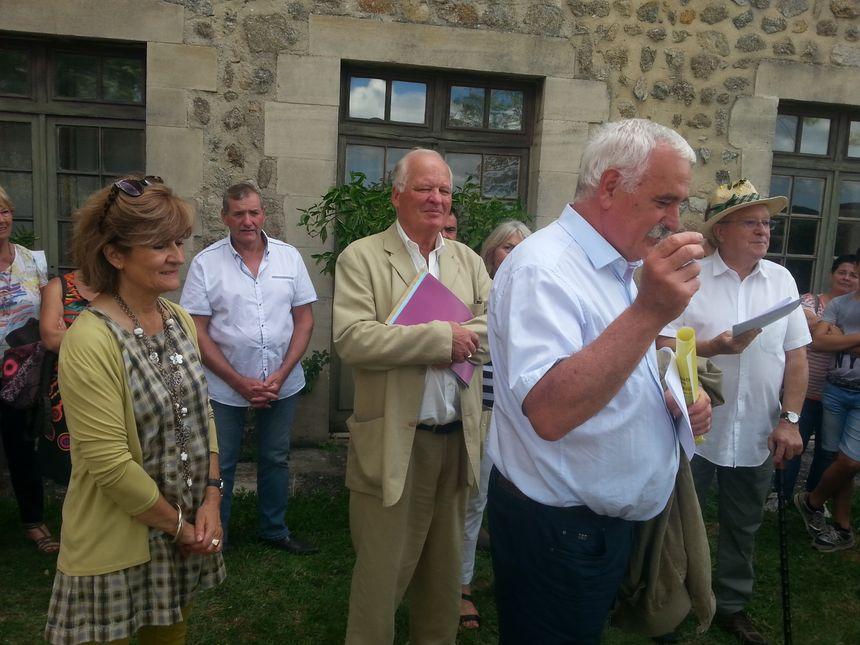 De gauche à droite, Andrée Jovine, Bernard Delay, le maire de Vanosc Yves Boulanger, et l'organisateur René-Louis Thomas (avec son chapeau)