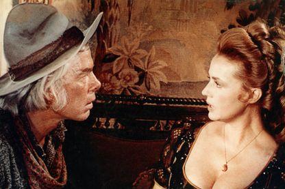 """Jeanne Moreau dans """"Monte Walsh"""" , western hollywoodien de 1970 réalisé par William A. Fraker avec Lee Marvin et Jack Palance"""
