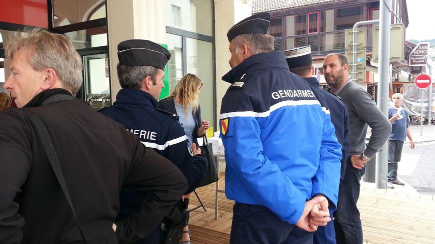 Gendarmes d'active et réservistes patrouillent dans les rues de Gérardmer