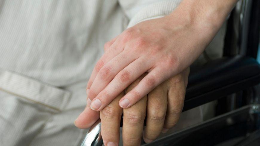 L'accompagnement sexuel des handicapés n'a jamais fait l'objet d'aucune loi en France.