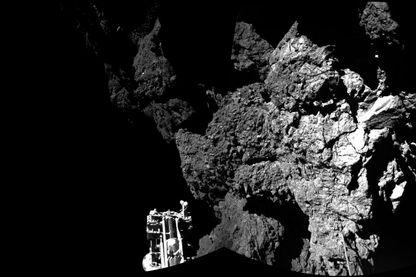 En novembre 2014, la sonde Rosetta a largué sur la comète 67P / Churyumov-Gerasimenko un mini-laboratoire qui rassemblera des données sur la comète : Philae