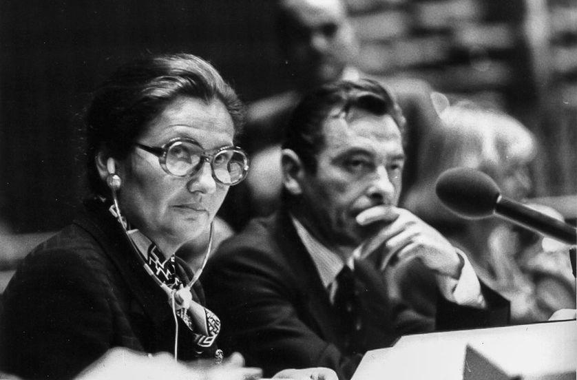 Simone Veil présidant une séance du Parlement européen à Strasbourg en 1979