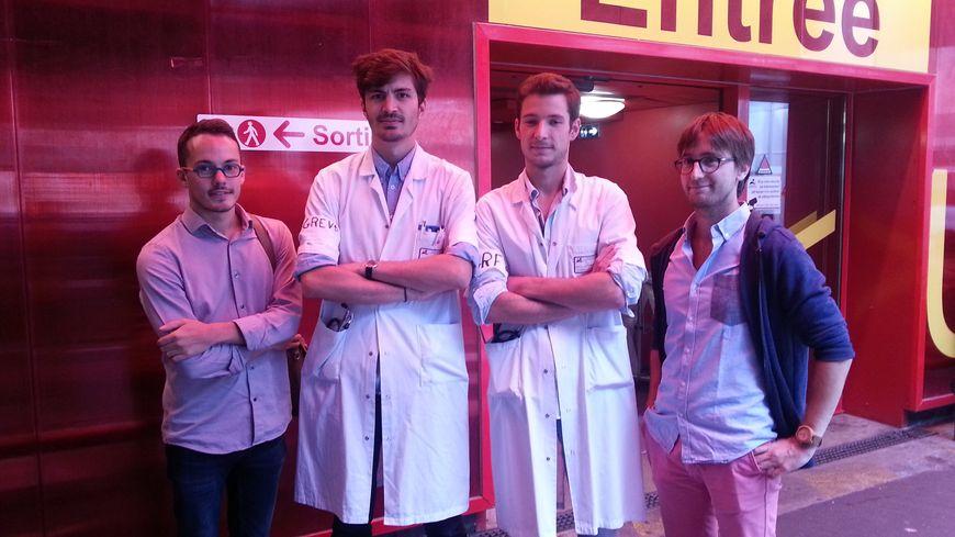 Florian, Alexandre, Emmanuel et Maël font partie de la centaine d'étudiants en médecine nantais grévistes.