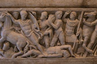 Un sarcophage en marbre romain représentant des scènes de la Guerre de Troie et de la Vie d'Achille.