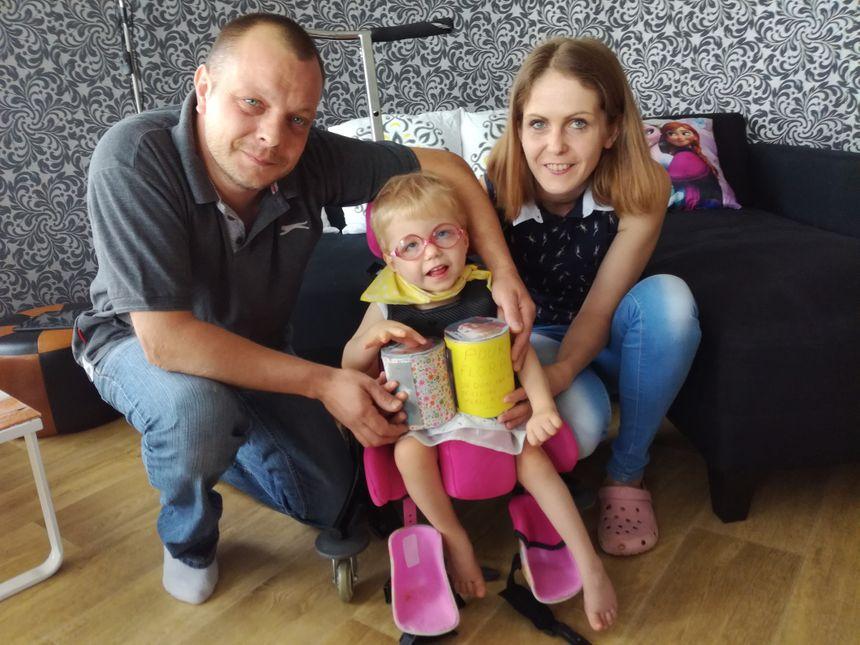Flora et ses parents souhaitent acheter un siège plus adapté