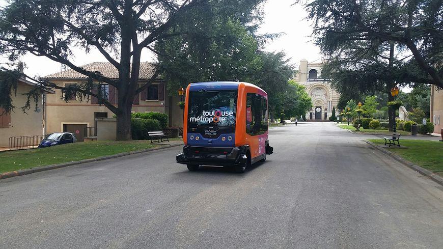 a pibrac pr s de toulouse les habitants testent le bus sans chauffeur. Black Bedroom Furniture Sets. Home Design Ideas
