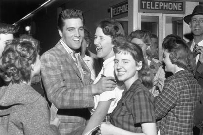 Elvis avec ses fans à Little Rock, Arkansas en mars 1958