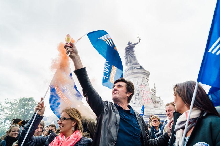 """Manifestation contre la """"haine anti-flic"""" le 18 mai 2016, Place de la République à Paris. """"Ils avaient privatisé la place,"""" explique Sandra Pizzo, présente ce jour-là pour tenter de dialoguer."""