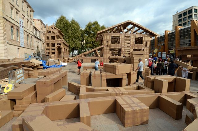 En octobre 2013, construction d'une ville éphémère à Marseille