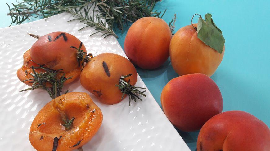 Recette facile et rapide : brochettes d'abricots au romarin
