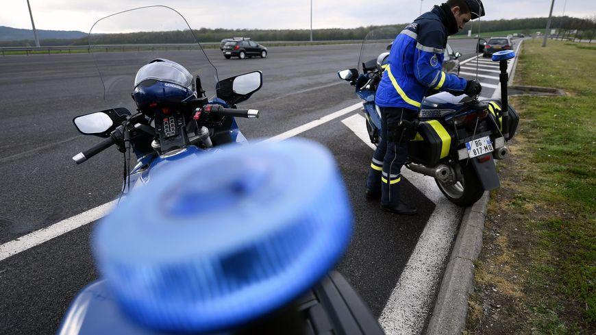 illustration de contrôle routier par la gendarmerie nationale.