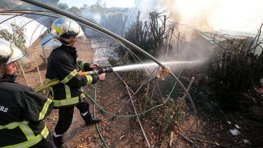 Près de Nice, à Carros, l'incendie serait d'origine volontaire selon la procureure de Grasse.