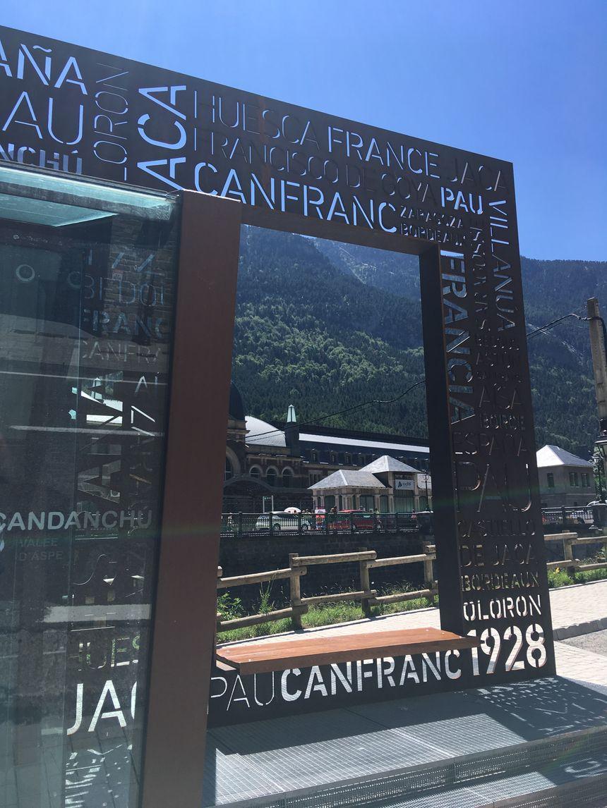 Le parvis de la gare de Cafranc