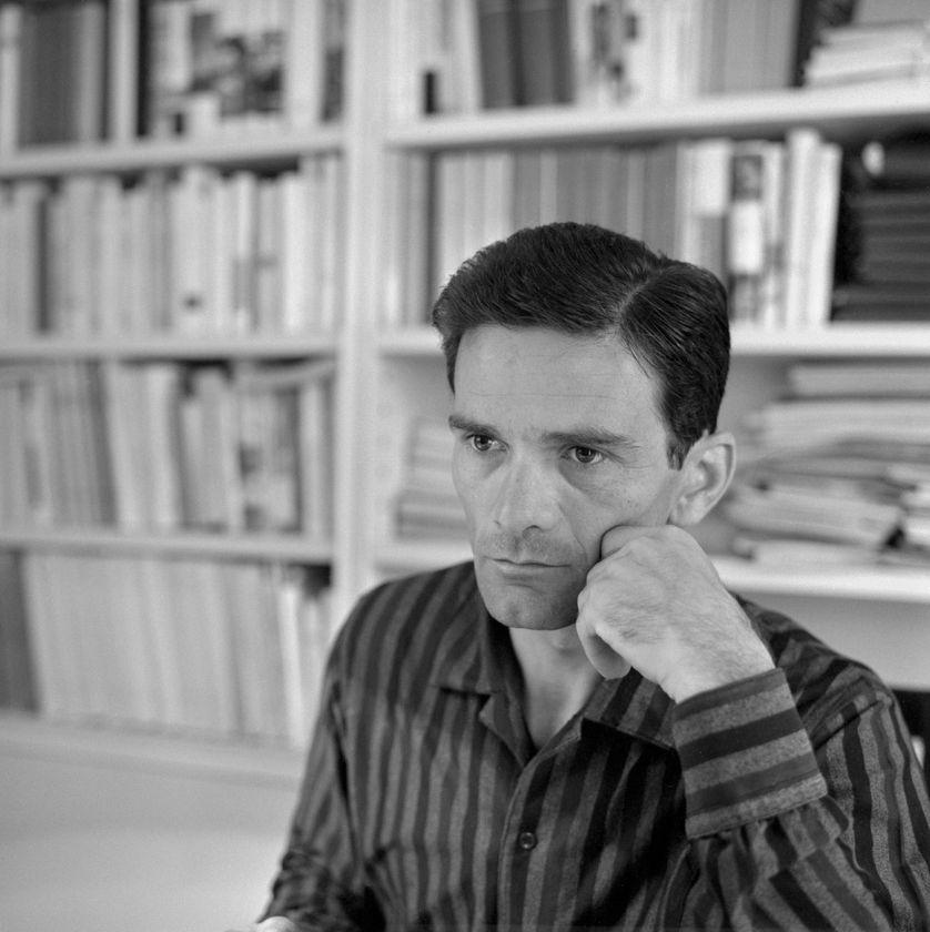 Rome juillet 1960. Pier Paolo Pasolini (1922-1975) chez lui.