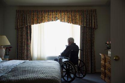 Vieil homme à sa fenêtre