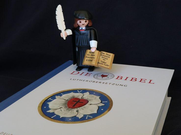 Toujours aussi populaire, Martin Luther ? Le Playmobil du jubilé de la Réforme protestante s'est vendu à plus de 750 000 exemplaires