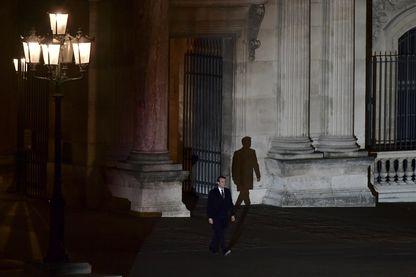 Emmanuel Macron, près de la Pyramide du Louvre le 7 mai 2017