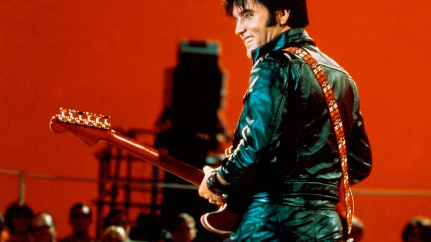 Elvis Presley en juin 1968 lors d'une émission de télé pour la NBC.