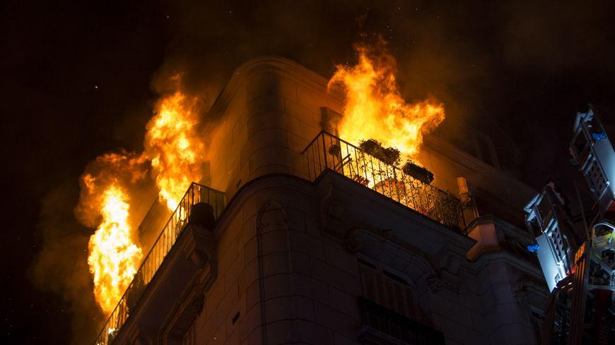 Incendie impressionnant à Paris cette nuit.