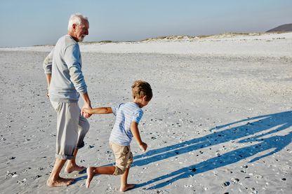Un grand-père et son petit-fils : deux perceptions du temps différentes