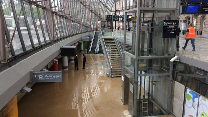 photos la gare de strasbourg inond e suite la rupture d 39 une canalisation. Black Bedroom Furniture Sets. Home Design Ideas