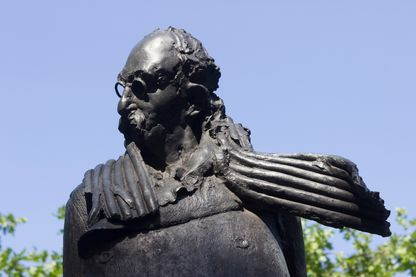 Statue de Léon Blum sur la place qui porte son nom à Paris XIe