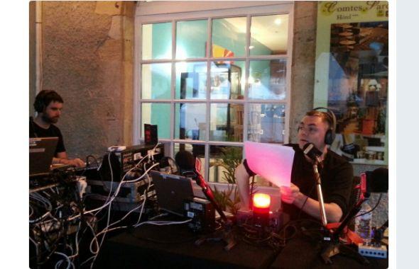 Il fait encore nuit lorsque Jean-Baptiste Urbain prend l'antenne, ce lundi 31 juillet 2017 à 7 heures pile, depuis la place principale de Marciac.
