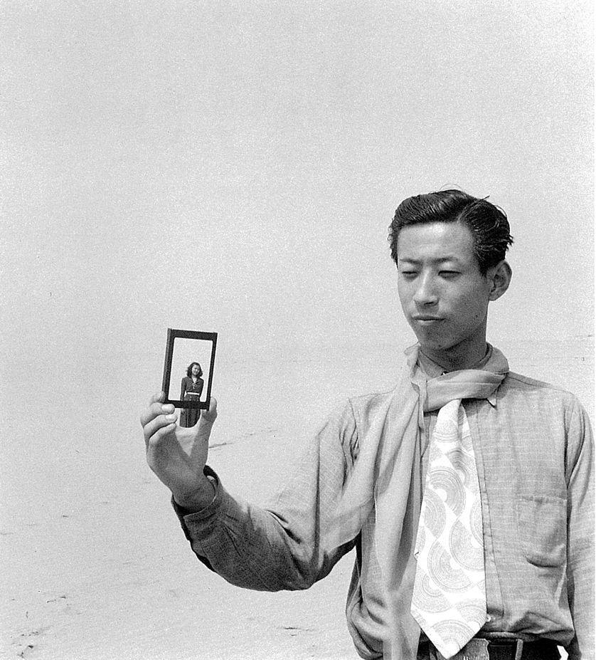 Shoji Ueda Portrait sur les dunes, vers 1950