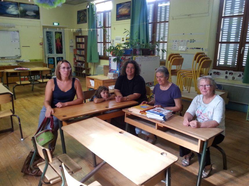 Les élus de la commune de Sainte-Croix et les parents d'élèves se mobilisent pour récupérer leurs emplois aidés.