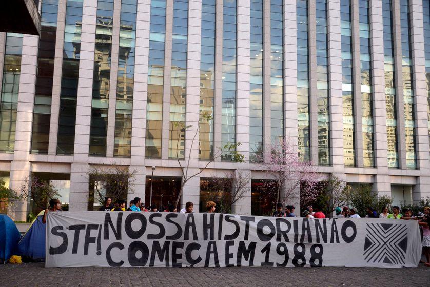 """""""Notre histoire ne commence pas en 1988"""", dénoncent les manifestants à Brasilia, en référence à l'année de promulgation de la Constitution."""