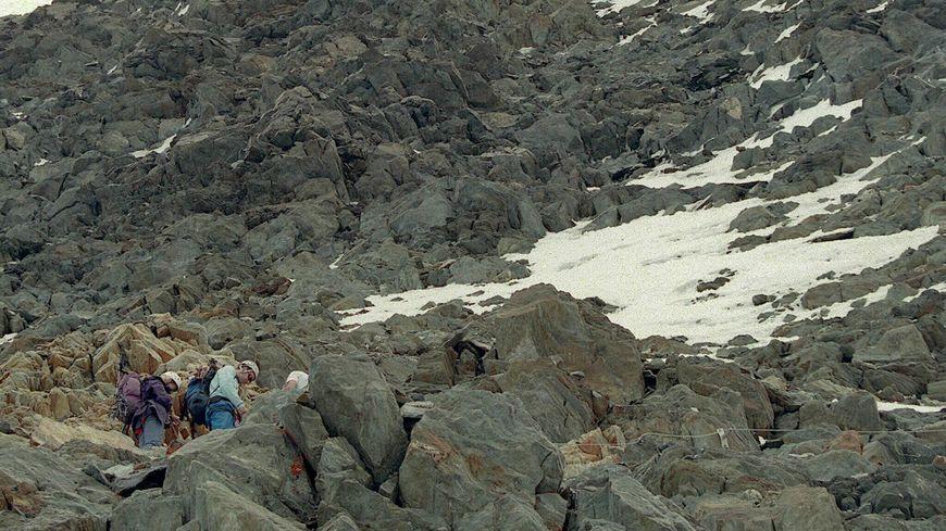 Sur la photo, le sommet du couloir du Goûter, 3817 mètres le refuge du Goûter.