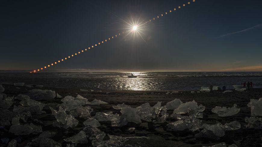 Une éclipse de soleil photographiée en mars 2015 en Islande.