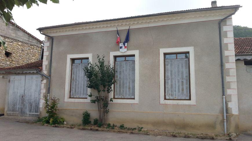 L'école de Sainte-Croix, dans la Drôme, perd ses deux emplois aidés à quelques jours de la rentrée scolaire.