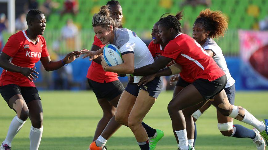 Caroline Ladagnous avec l'équipe de France de rugby à 7 l'été dernier à Rio.