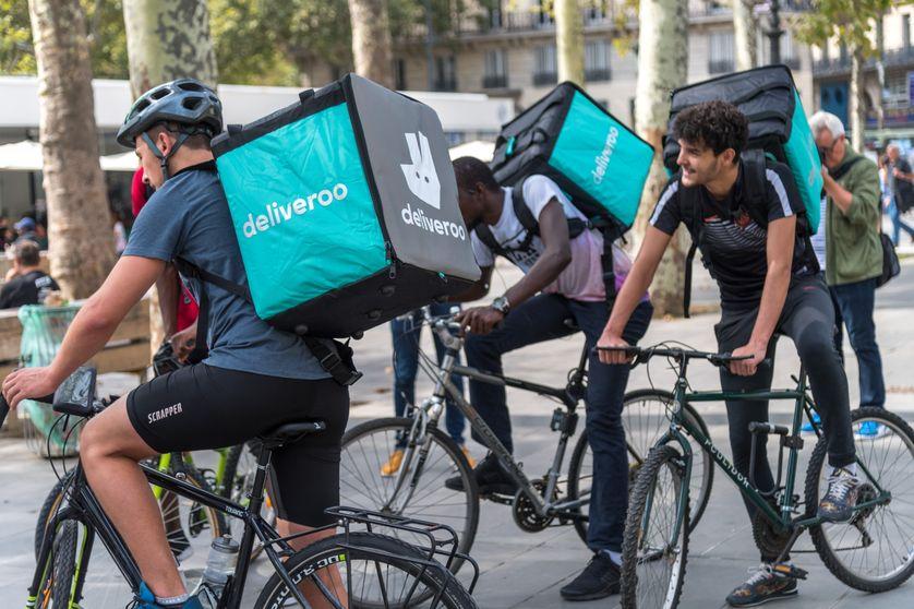 L'essor de l'économie à la demande a entraîné l'apparition de petits boulots comme les livreurs de repas à vélo.