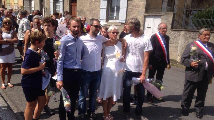 La famille de Sébastien Combe Maes au premier rang du cortège