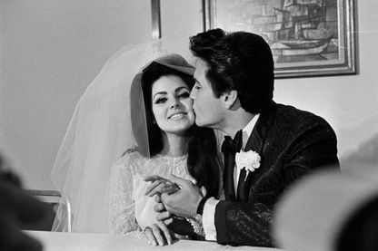 Priscilla et Elvis Presley le jour de leur mariage