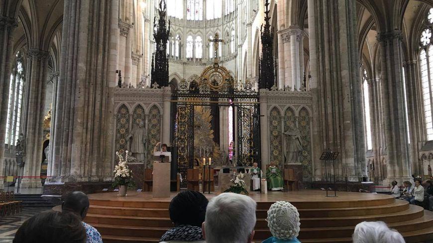 Une messe en hommage aux victimes des attentats a débuté à 10h en la cathédrale d'Amiens
