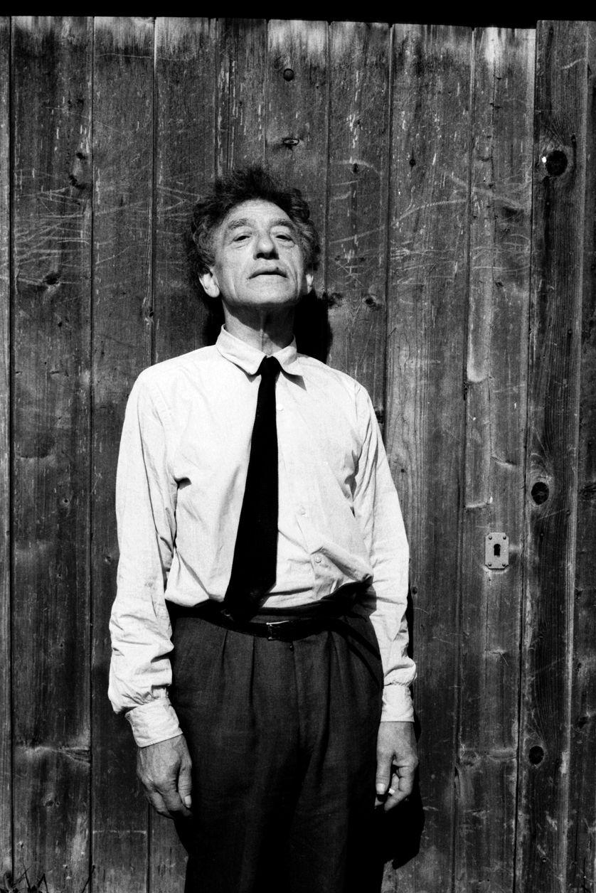 Alberto Giacometti (1901-1966) pendant l'été 1963 dans sa maison-atelier a Stampa (canton des Grisons) en Suisse.