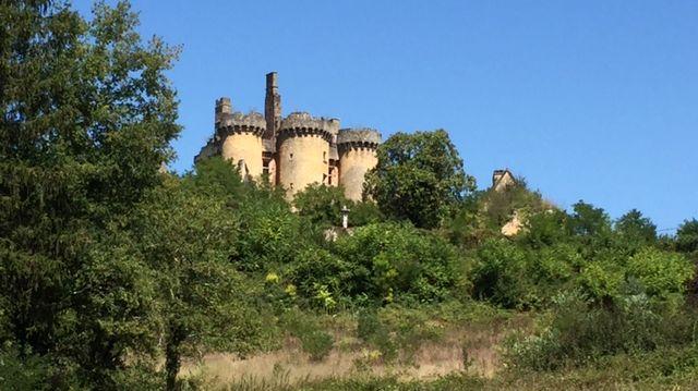 """Le château le Paluel en Dordogne où a été tourné """"Le Tatoué"""""""