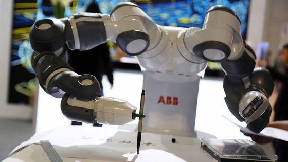 Le robot YuMi possède une telle précision qu'il peut faire de la calligraphie
