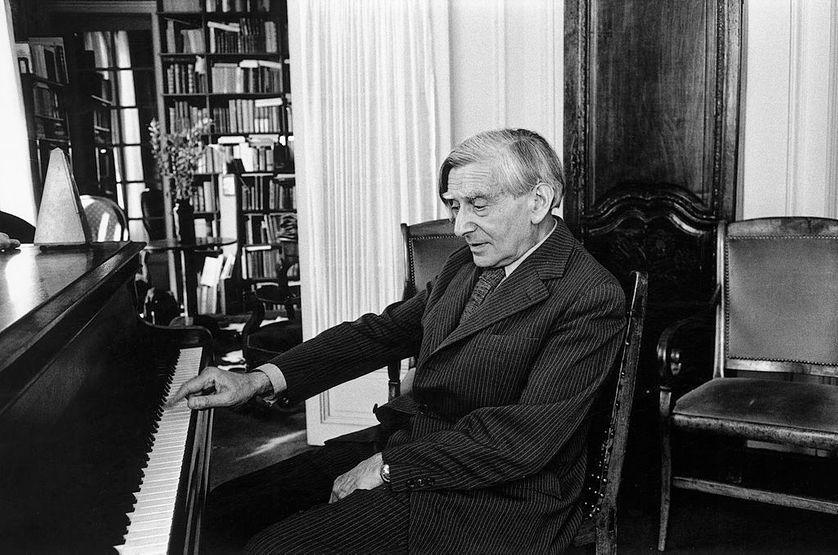 Vladimir Jankélévitch au piano.