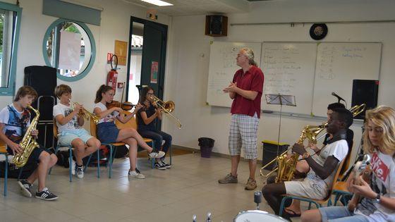 Les jeunes musiciens Du jazz au collège participent aux stages dans le cadre du festival