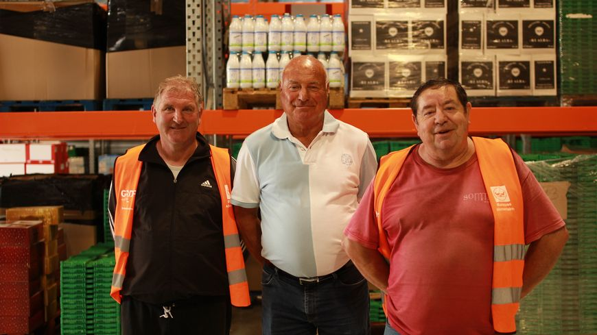 Pascal, bénévole à la Banque alimentaire, Christian Becuwe, président et José, bénévole (de g. à d.)