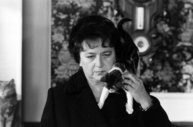 """Jacqueline Maillan dans """"Y a-t-il un Français dans la salle ?"""" de Jean-Pierre Mocky (1982)"""