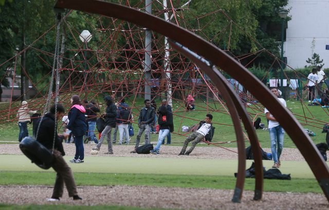 Les migrants passent leurs journées au parc Maximilien de Bruxelles