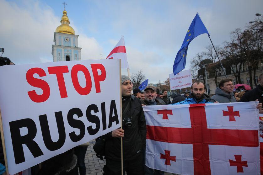 """Manifestation en 2014 en Ukraine à Kiev : """"No-Putin's puppet republic"""""""