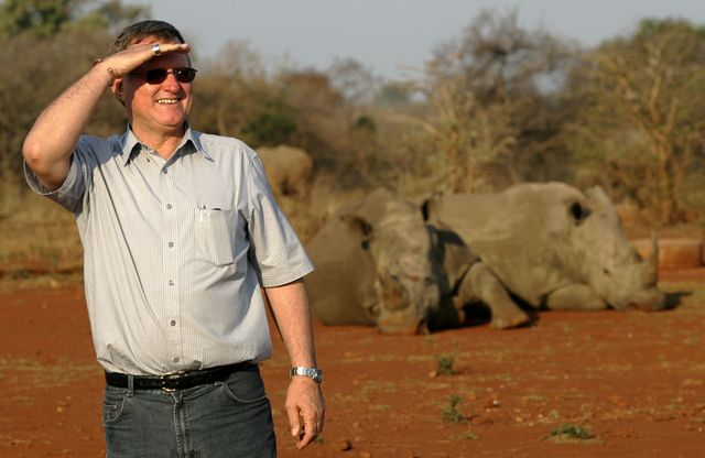 Le milliardaire John Hume organise la première vente aux enchères de cornes de rhinocéros ce mercredi