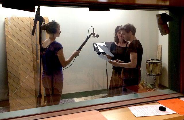 Les comédiens Céline Milliat-Baumgartner et Florian Goetz enregistrent la rencontre entre Emilia et Will
